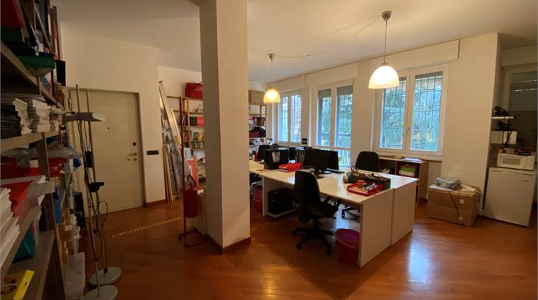Office for rent in Milano